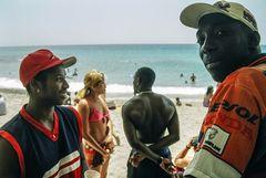 zwei Mann am Strand Cuba