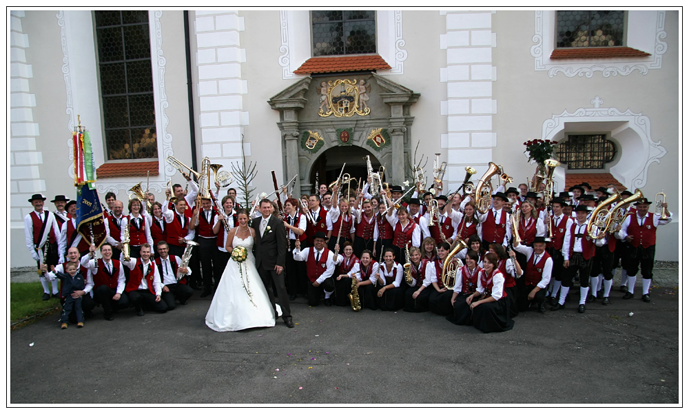 Zwei Musikvereine gratulieren zur Hochzeit
