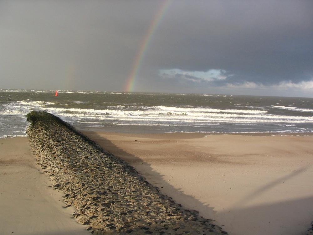 Zwei Regenbögen über der Nordsee