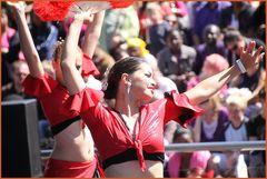 zwei Tänzerinnen auf Bühne ... in K.