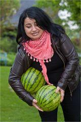 Zwei Wassermelonen kann man nicht unter einem Arm tragen