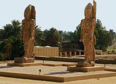 Zwei weitere monumentale Statuen sind auf der Westbank von Luxor zu bestaunen.