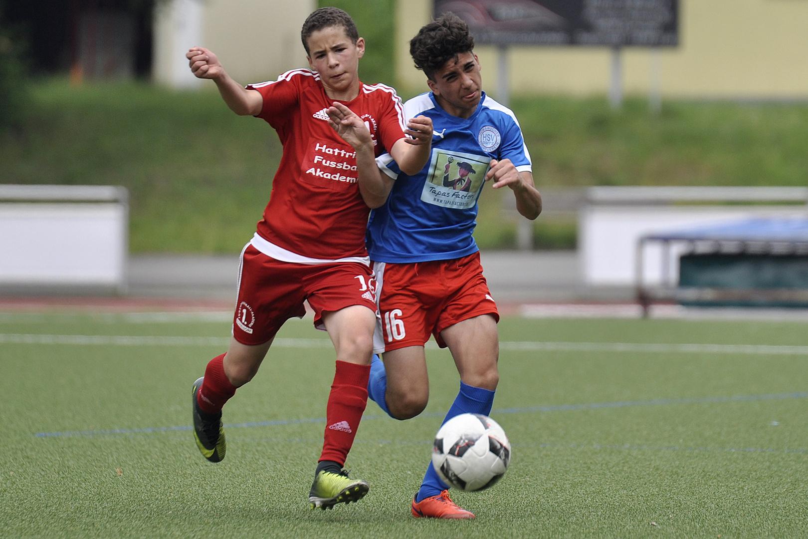 Zweikampf Foto Bild Sport Ballsport Fussball Bilder Auf