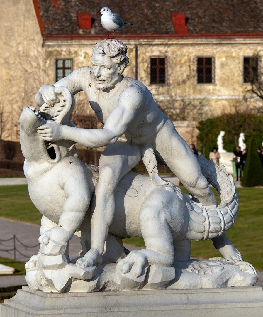 zweischwanzskulptur mit möve