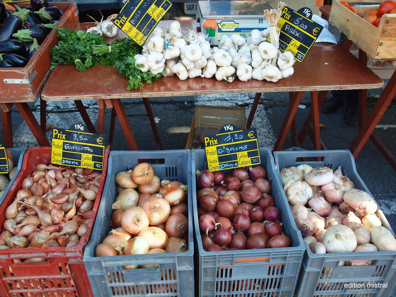 Zwiebeln aus Malaucène - Marktszene