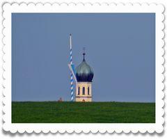 Zwiebelturm vom Nachbarort