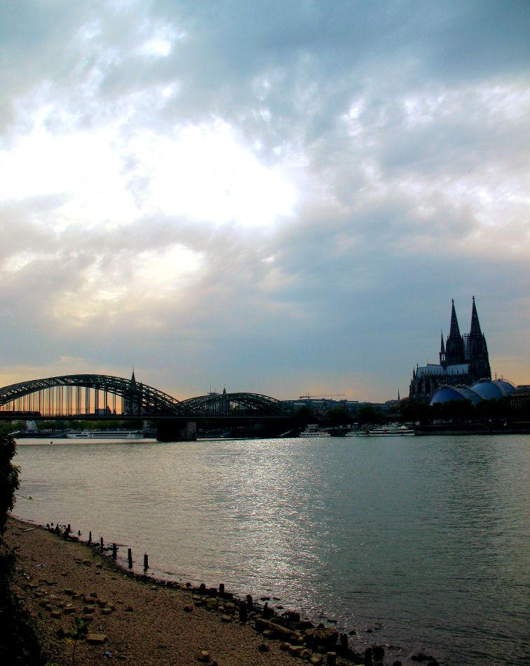 Zwielicht am Rhein