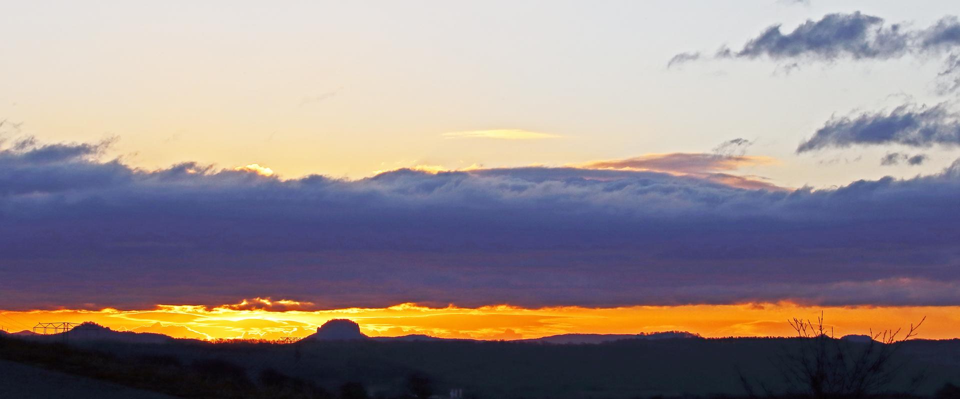 Zwischen Bärenstein und Lilienstein war die Sonne verschwunden in der schmalen...