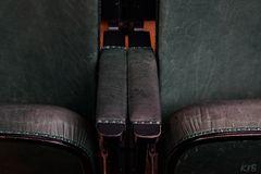Zwischen den Stühlen sitzen....