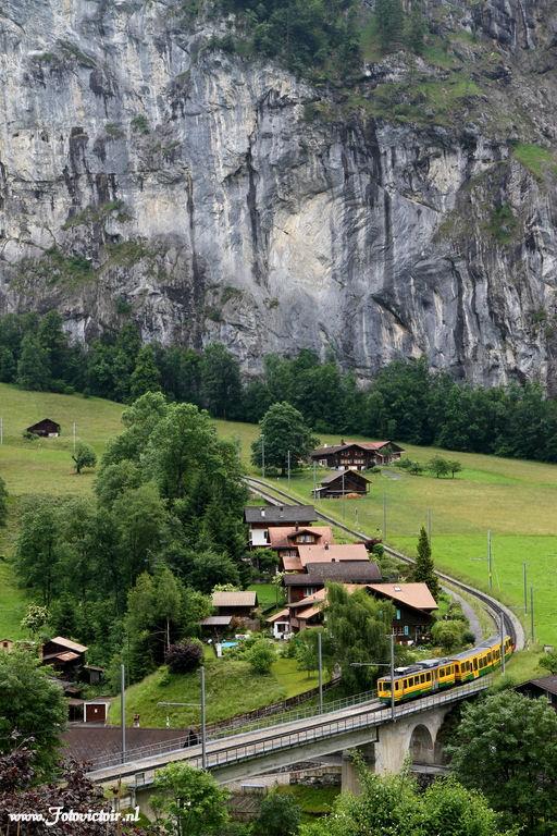 Zwitserland treintje naar Wengen www.fotovictoir.nl