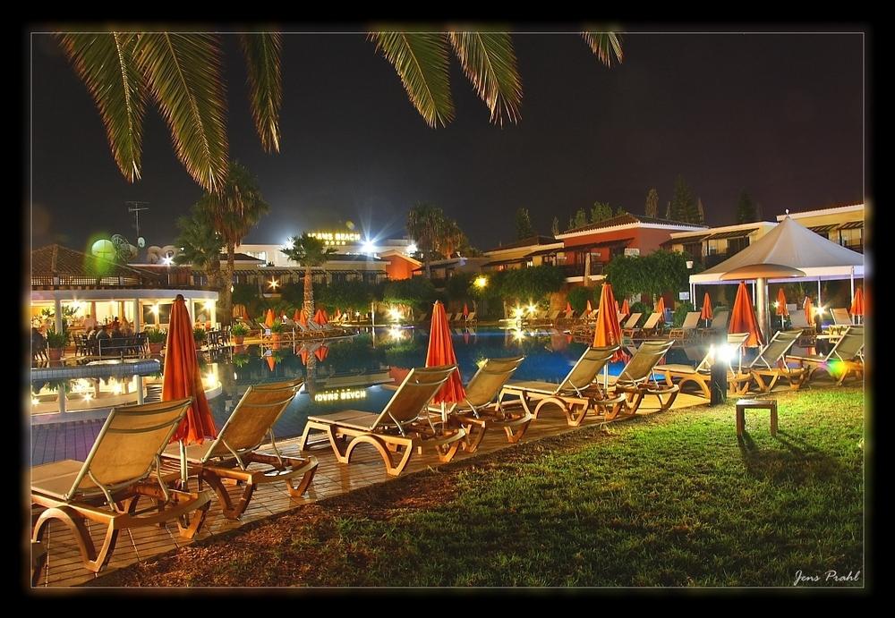 Zypern im Hotel Nachts am Pool